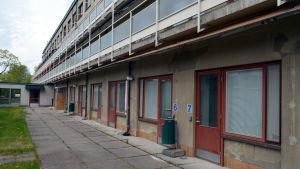 Barnkliniken i Mejlans är i dåligt skick, bland annat har det runnit vatten in genom balkongerna.