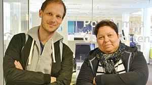 Peter Sunde Kolmisoppi och Elisabeth Morney utanför Yle Österbottens redaktion