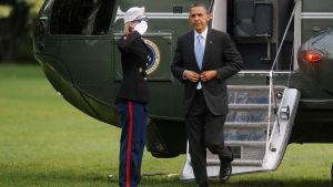President Obama återvänder från träff med soldaterna som dödade bin laden