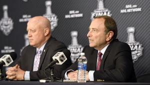 NHL:s högsta chefer Gary Bettman och Bill Daly är pessimistiska när det gäller NHL-spelare i OS-turneringen 2018.