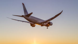 Flygbolaget Norwegians passagerarplan på väg att landa