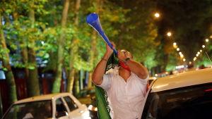 Jubel på gatorna i Teheran efter avtal om Irans kärnprogram och hävda sanktioner.