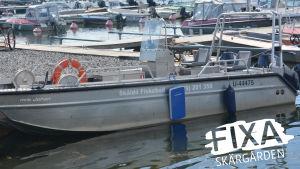 Motorbåt i hmn