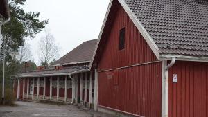 Sjökulla skola i Kyrkslätt. OBS! På bilden tillbyggnaden från 1984.
