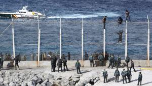 Stängslet i Ceuta vid gränsen mellan Spanien och Afrika.