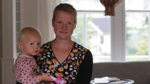 Sonja Jungar-Irjala med Sylvi