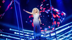 Wiktoria uppträder i Melodifestivalens deltävling fyra.