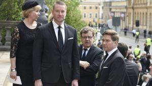 Anna-Maja Henriksson, Stefan Wallin, Christoffer Taxell och Thomas Blomqvist anländer till Mauno Koivistos minnesstund i Ständerhuset den 25 maj 2017.