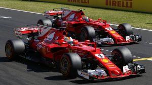 Sebastian Vettel och Kimi Räikkönen i sin bilar