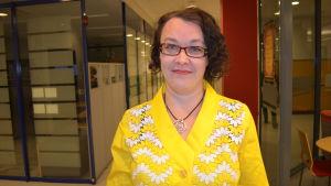 """Johanna Korhonen, redaktör boken """"Klartext (med all respekt)""""."""