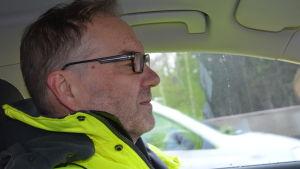 Trafikverkets Jarmo Nirhamo, projektchef för Ring I-reparationerna, i sin bil.