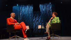 Kirjailijat Mark Levengood ja Rosa Liksom