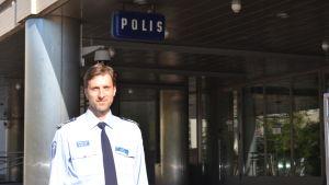 Kommissarie Jarmo Heinonen vid Helsingforspolisen.