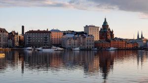 Vy från havet mot Skatudden i Helsingfors.