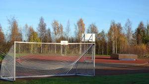 Fotbollsmål på en idrottsplan