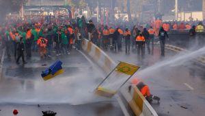 Sammandrabbningar mellan polis och demonstranter i Bryssel den 6 november 2011.
