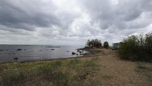 Sommarstugor som kärnkraftsaktivister fått ta över på Hanhikivi