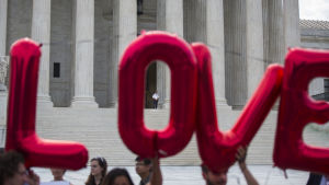 Aktivister utanflör Högsta Domstolen i USA