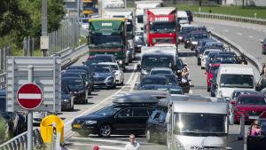 Trafikstockning den 10 juli 2015 på motorvägen A2 i Schweiz