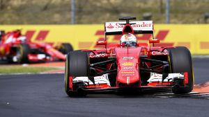 Sebastian Vettel kör i GP:t i Ungern 2015.