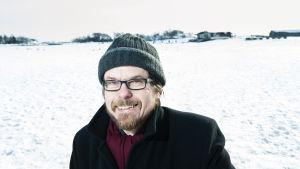 Kirjailija Tapio Koivukari