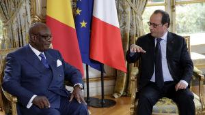 Malis president Ibrahim Boubacar Keïta var på statsbesök i Frankrike i oktober 2015. Här med president François Hollande i Élyséepalatset.