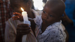 Kenyaner minns offren för terrorattacken vid universitetet i Garissa i Kenya