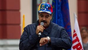 Börjar tiden rinna ut för president Nicolas Maduro, som deltog i en första maj parad i Caracas