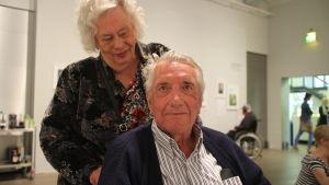 Marita och Lauri Majander under utställningens vernissage.