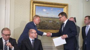 Jyri Häkämies och Juha Sipilä.