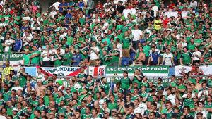 Nordirländska fans under matchen mot Ukraina i fotbolls-EM 2016.