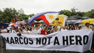 Marcos är ingen hjälte, skanderade filippinska demonstranter i huvudstaden Manila