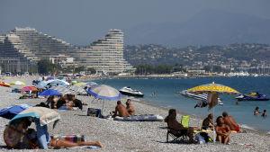 Den franska författningsdomstolen beslöt nyligen att häva burkiniförbudet i staden Villeneuve-Lobet. Beslutet gäller även andra städer men ett tjugotal borgmästare struntar i domstolsbeslutet