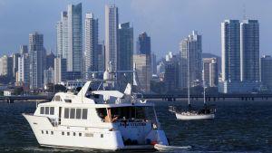 Lyxbåt utanför Panama City