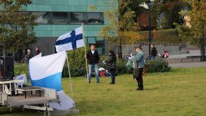 Suomi ensin-demonstranter samlas i Helsingfors 24.09.2016