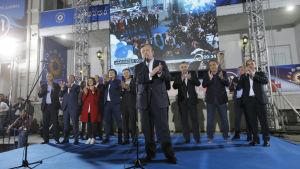 Premiärminister Giorgi Kvirikashvili som firar valsegern med sina partikamrater försäkrar att allt gick rätt till trots anklagelser om omfattande valfusk