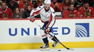 Niklas Bäckström spelar ishockey för Washington Capitals.