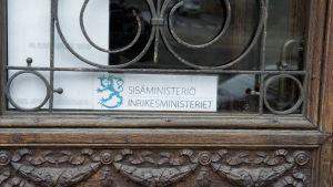 Sisäministeriön sisäänkäynti.