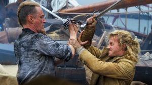 Ville Virtanen ja Christian Arnold taistelevat laivan kannella.