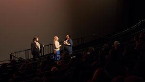 Katja Gauriloff kertomassa elokuvastaan Berliinin elokuvajuhlilla.