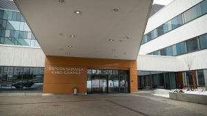 Uuden Espoon sairaalan pääovi