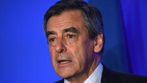 Den franska presidentkandidaten Francois Fillons valkampanj har överskuggats av avslöjanden.