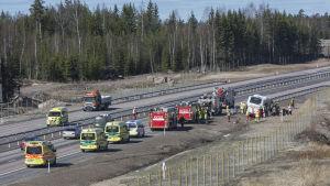 Bussen skadades i olyckan och är inte i körbart skick.
