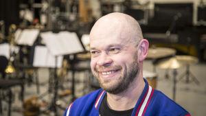 Mikko Hassinen Umon Kapelimestari pornolauluharjoituksissa