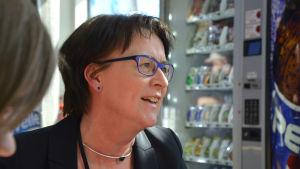Porträtt i profil av Ulla-Mäki Lohiluoma