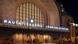 Ingången till Järnvägsstation i Helsingfors.