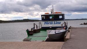 Förbindelsebåt till Pörtö