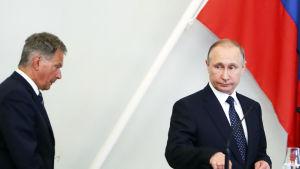 Finlands president Sauli Niinistö och Rysslands president Vladimir Putin i Nyslott på sin presskonferens den 27 juli 2017.