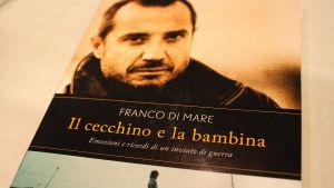 Franco Di Maren kirjan Il cecchino e la bambina kansikuva, jossa myös kirjailija itse.