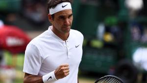 Roger Federer med knuten näve.